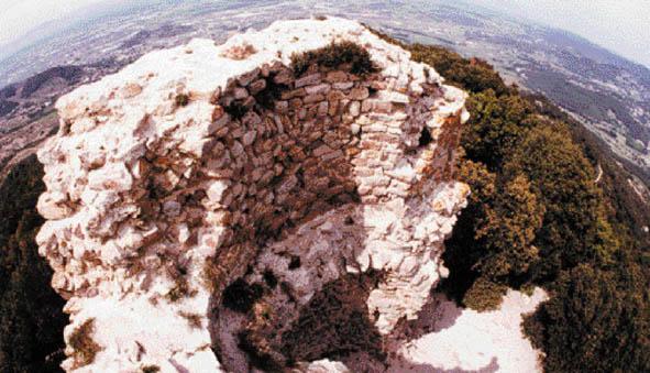 Vista aèria de la torre del Castell de Sant Miquel