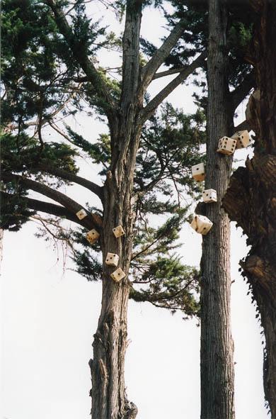 Alea jacta est, una de les obres del Mont-Art, al Parc dels Castanyers