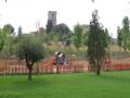 La plaça de les Feixes és al peu de l'església de Sant Sadurní