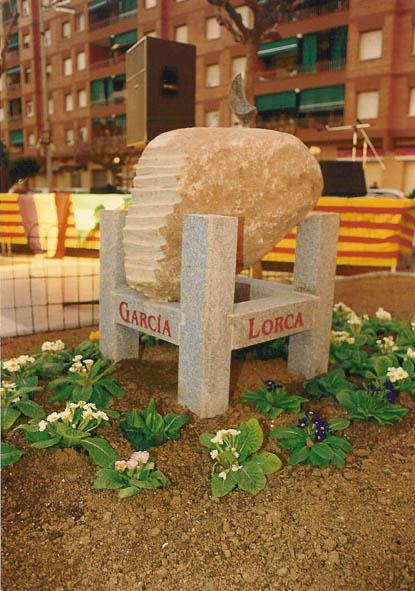 Escultura de l'artista local Jordi Camprubí, en homenatge al poeta Federico García Lorca (1998)