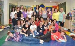 13/05/2013 - Participants al taller de riureteràpia, al Centre Infantil la Peixera (Foto cedida per ADIM)