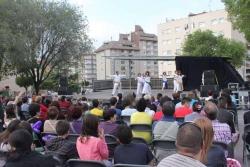 13/05/2013 - Demostració de ioga a la plaça de Pau Picasso