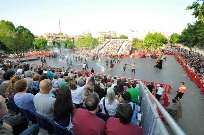 Un moment de la revolta remença a la plaça de Pau Picasso
