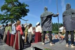 La representació a l'aparcament dels carrers de Narcís Monturiol i de Francesc Layret