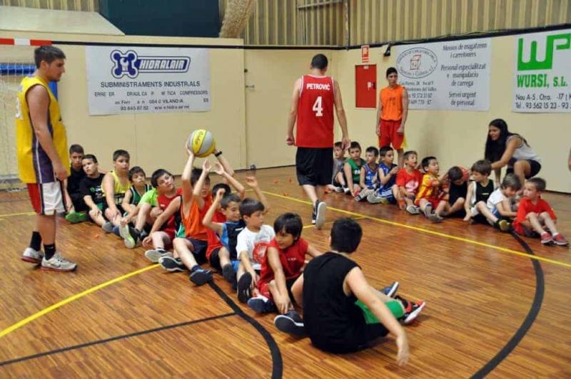 Participants al campus del Club de Bàsquet Vila Montornès (2014)
