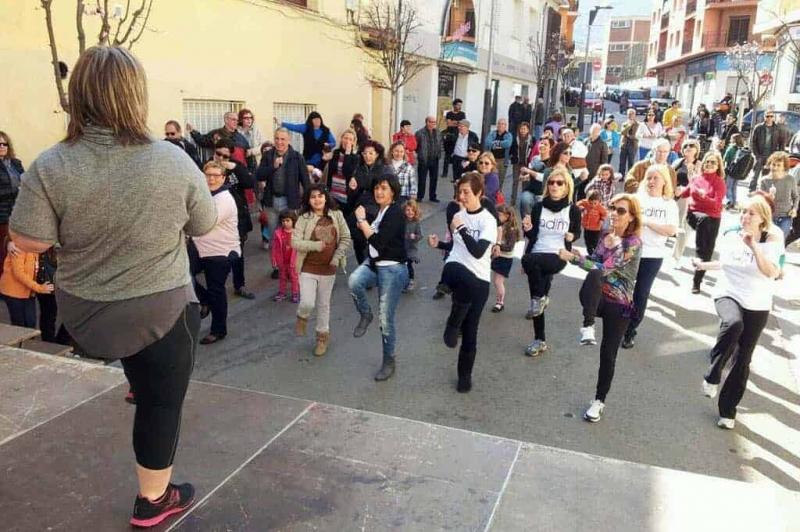 Balls de Zumba en el marc del Dia de la Dona (Abril 2014)