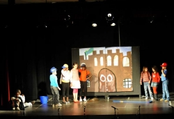 27 d'abril - Taller de teatre del Centre Infantil la Peixera i del Centre Juvenil Satèl·lit