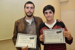 José Manuel Gavilán i José Luís Cano, guanyadors en categoria d'adults i juvenil, respectivament, del Concurs de Cartells de Carnaval