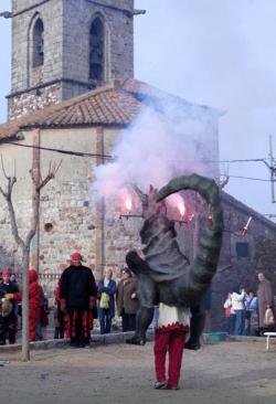 Actuació del Drac Ceballot durant la Festa de Sant Sadurní