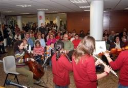 28-11-2007 - Acte literari a la Biblioteca: Actuació d'alumnes de l'Escola Municipal de Música, Dansa i Aula de Teatre