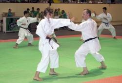 Exhibició de karate al pavelló d'esports