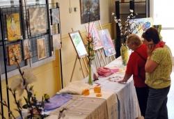 Exposició de manualitats al Casal de la Gent Gran Nord