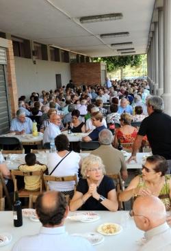 24-06-2011 - Berenar per a la gent gran i ball popular