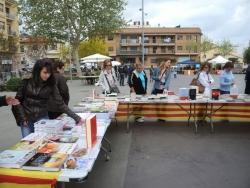 23-04-2012 - Roses, llibres i entitats a la plaça de Pau Picasso
