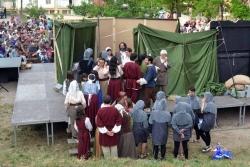 Els actors i actrius preparats per començar la representació de La Remençada