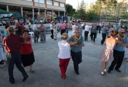 Ball popular amb el duet Aria