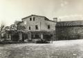 Vista de la façana principal de la casa des de l'era, cap als anys 80 del segle XX. Autor: José A. Jiménez.