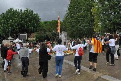 L'acte finalitza amb la tradicional ballada de sardanes (2015)