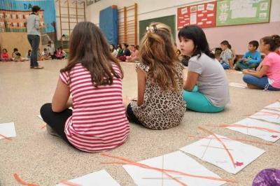 Experiències amb les escoles. Alumnes de l'escola Marinada diuen la seva sobre les places en un estel