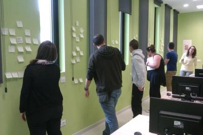 Sessió de creativitat en el Dispositiu d'Inserció Laboral per a joves. Foto: DIL Jove