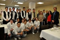 El grup d'intercanvi acompanyat del professorat i de la regidora de Joventut, Marina Sánchez