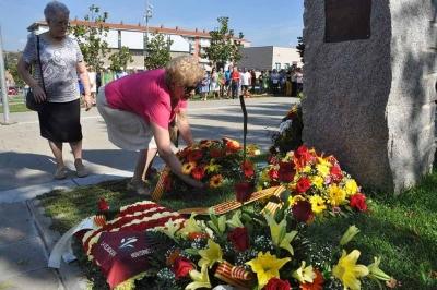 Ofrena floral en la commemoració de la Diada (2016)