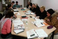 Una de les sessions dels cursos de català per a adults a Montornès. Font: Oficina de Català de Montornès.