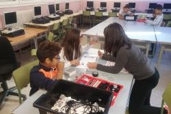 Alumnes de 4t es preparen per a la FIRST LEGO League (Font: Escola Marinada)