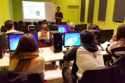Sessió formativa a l'Aula de noves tecnologies de l'Espai Cultural Montbarri