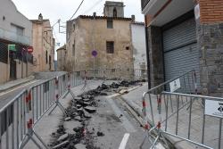 Obres a la cruïlla dels carrers Bartomeu Sala i Baixada de l'església