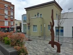 """L'escultura """"Memòria històrica"""" a la plaça de la República"""