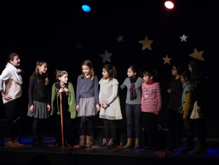 Alumnes de teatre bàsic II de l'Aula de Teatre
