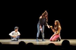 El grup de teatre social de l'Espai Jove Satèl·lit en la trobada Deslimita'm, any 2017
