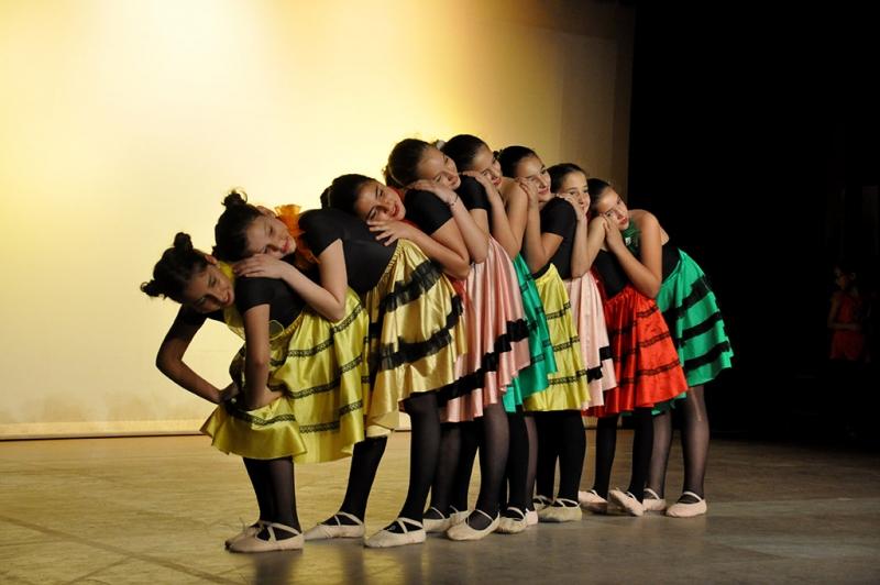 Actuació d'alumnes de l'escola durant la celebració del Dia Internacional de la Dansa 2018