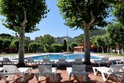 Vista de les piscines d'estiu del CEM Les Vernedes