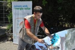 Taller de cuina solar a l'INS Vinyes Velles