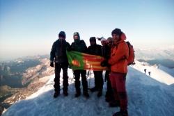 Els alpinistes al cim de Punta Gnifetti (Foto: Associació Excursionista Lleure Montornès)