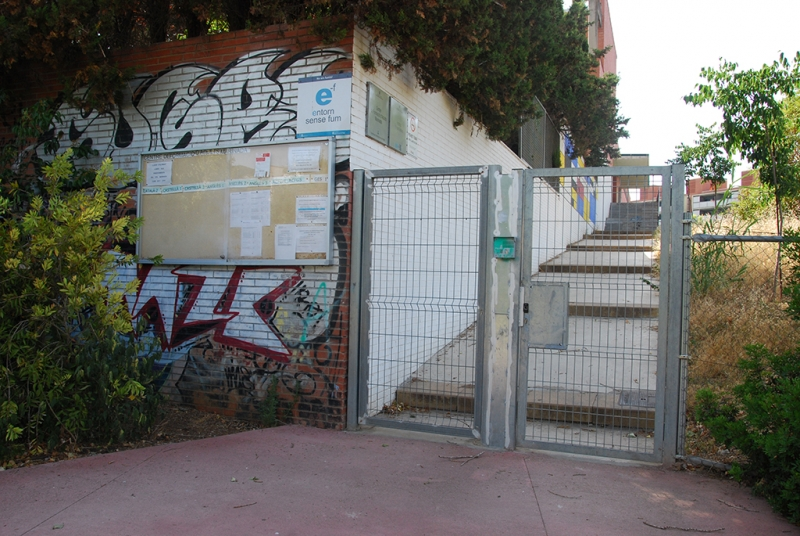 Porta d'entrada al Centre de Formació d'Adults Marinada