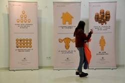 """Exposició a Montbarri de la mostra """"Imatges per pensar"""" de l'Observatori de les Dones als Mitjans de Comunicació (Imatge d'arxiu)"""