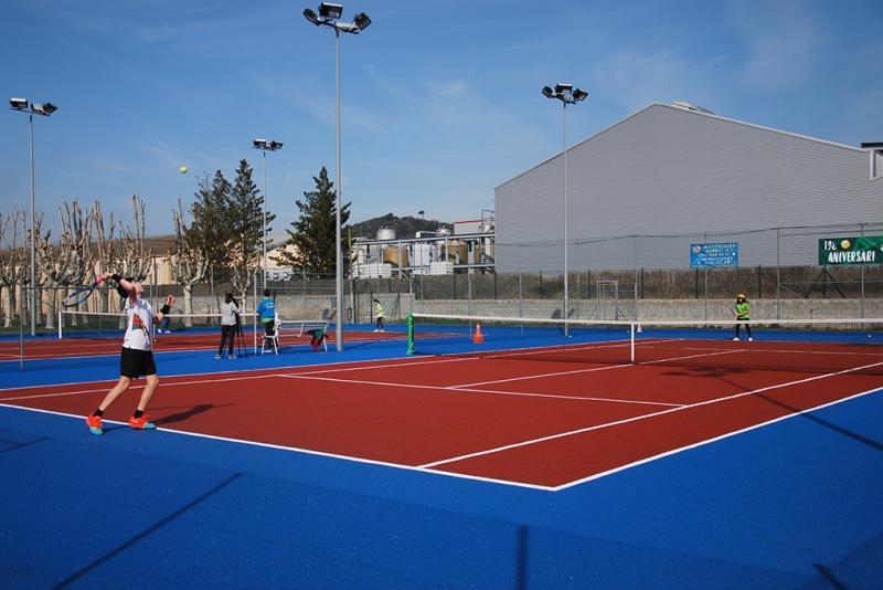 Partit de tennis a les pistes municipals (imatge d'arxiu)