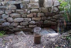 El flascó amb terra del Castell de Sant Miquel