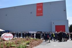 Exterior de la nova planta de Henkel a Montornès per a la producció aeroespacial