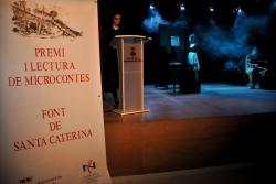 Un moment de l'acte de lliurament de guardons del Premi Font de Santa Caterina de Microcontes (2017)