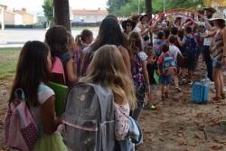 Infants entrant a una de les escoles de Montornès (imatge d'arxiu)
