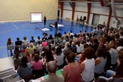 Dinàmica col·lectiva a la sessió de benvinguda a la comunitat educativa