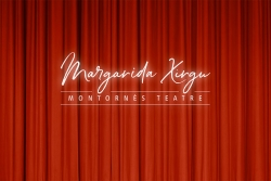 Projecció sobre teló del logotip del Teatre Margarida Xirgu