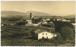 Vista de la zona de l'església de Sant Sadurní. Dècada dels 60 i dels 70 del segle XX.