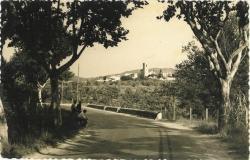 Vista de Montornès des de l'encreuament de la carretera amb el torrent de Vinyes Velles. Dècades dels 60 i dels 70 del segle XX. Postal edicions Ollé. Cedida per en Josep Saborit.