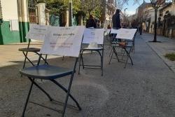 """""""No més cadires buides"""". Acció reivindicativa al carrer Major"""