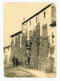 Cal Vermell, al carrer del Sol (1957). Foto cedida per en Josep Saborit.